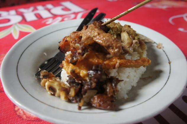 Babi Guling, Balinese pork dish with rice and crispy skin